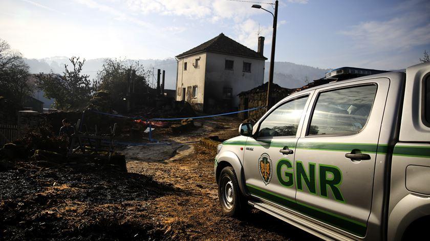 Local onde morreu uma família de três pessoas, um homem e duas mulheres, em Vila Nova.