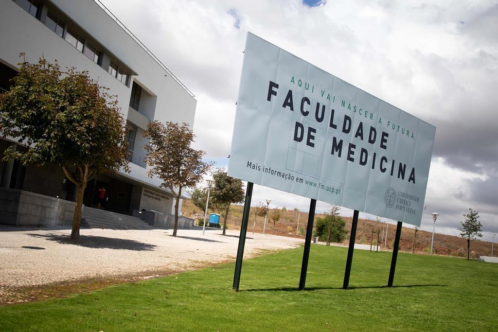 O novo pólo da Universidade Católica abre portas em Rio de Mouro, Sintra, perto do Tagus Park. A nova Faculdade de Medicina tem parceria com a Unversidade de Maastrich.