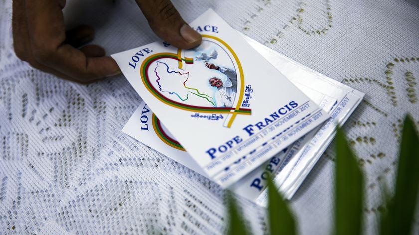 Católicos birmaneses são poucos, mas já preparam com entusiasmo a visita do Papa. Foto: Lynn Bo Bo/EPA