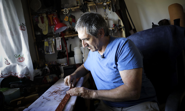 João Furtado, artesão há 40 anos, é um dos desalojados do incêndio de 2018.