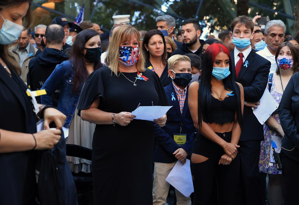 Familiares esperam para ler os nomes dos entes queridos mortos nos atentados do 11 setembro. Foto: Chip Somodevilla/EPA