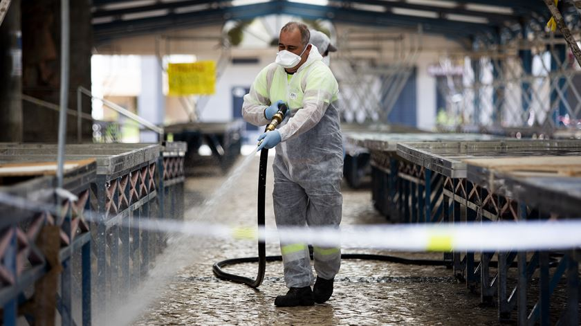 Freguesias de Benfica e Arroios, na primeira segunda-feira em que entraram em vigor as medidas do estado de emergência, devido à pandemia do Covid-19. Foto: Joana Bourgard/RR