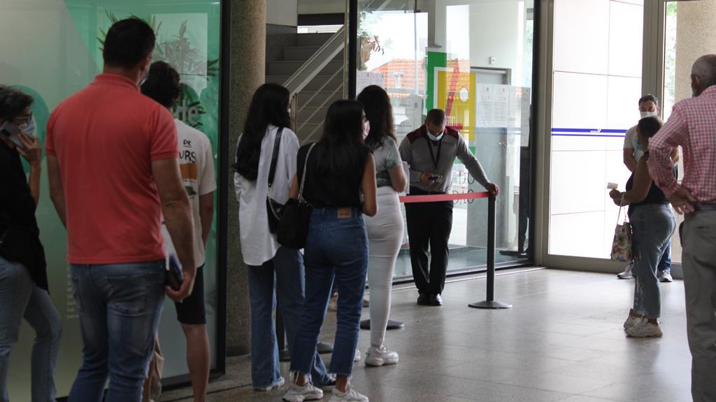 Fila começou antes de as portas abrirem. Foto: Bruna Sousa/RR