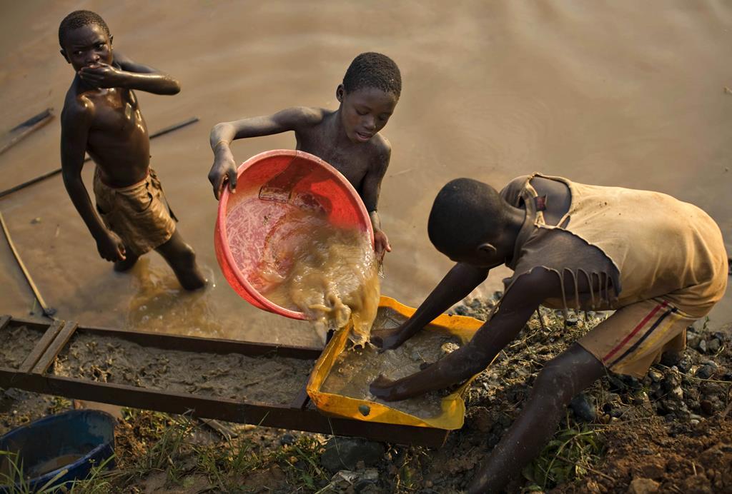 Quase metade do trabalho infantil centra-se em África. Foto: Finbarr O