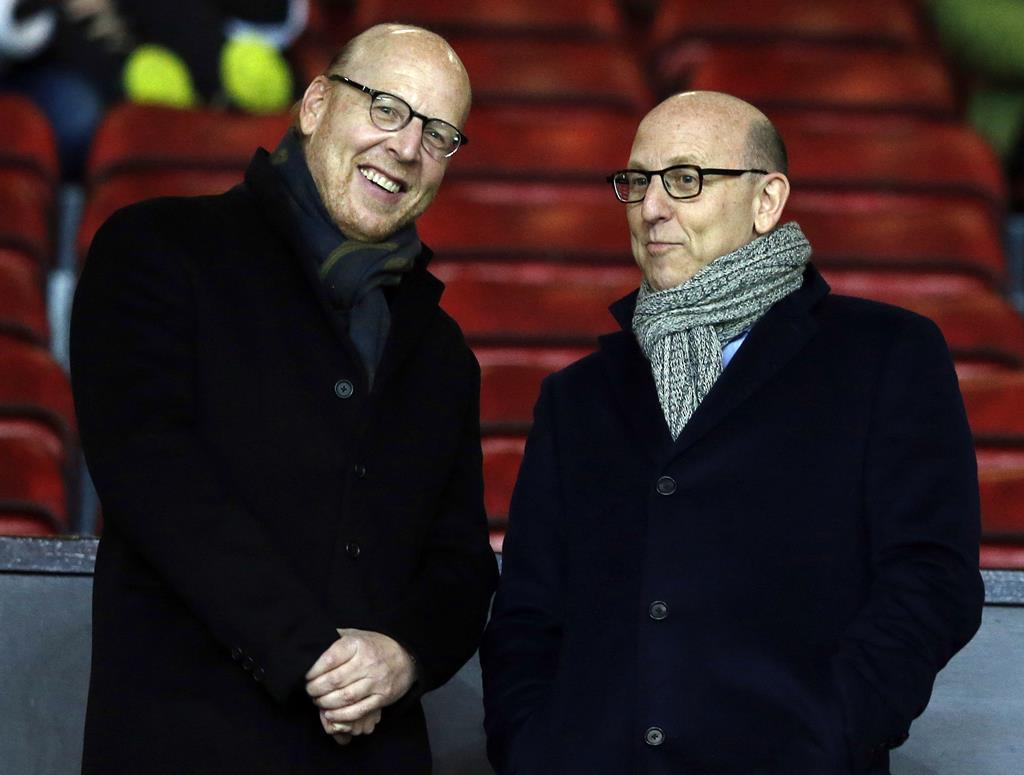 """Joel e Avram """"Avie"""" Glazer, os donos do Manchester United. Foto: Phil Noble/Reuters"""