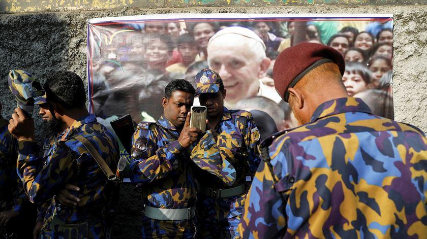 Papa apela a um esforço comum das várias comunidades contra a intolerância e a corrupção, durante o encontro inter-religioso pela paz. Foto: Damir Sagolj/Reuters