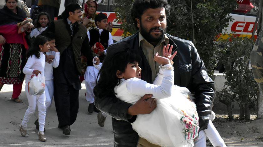 Cristãos paquistaneses são vítimas frequentes de atentados ou ataques. Foto: Naseer Ahmed/Reuters