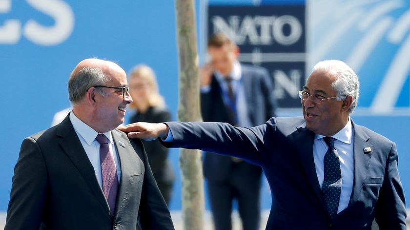 O primeiro-ministro António Costa e ex-ministro da Defesa Azeredo Lopes. Foto: Darrin Zammit Lupi/Reuters