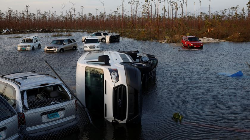 Parque de estacionamento do aeroporto internacional das Bahamas. Foto: REUTERS / Marco Bello