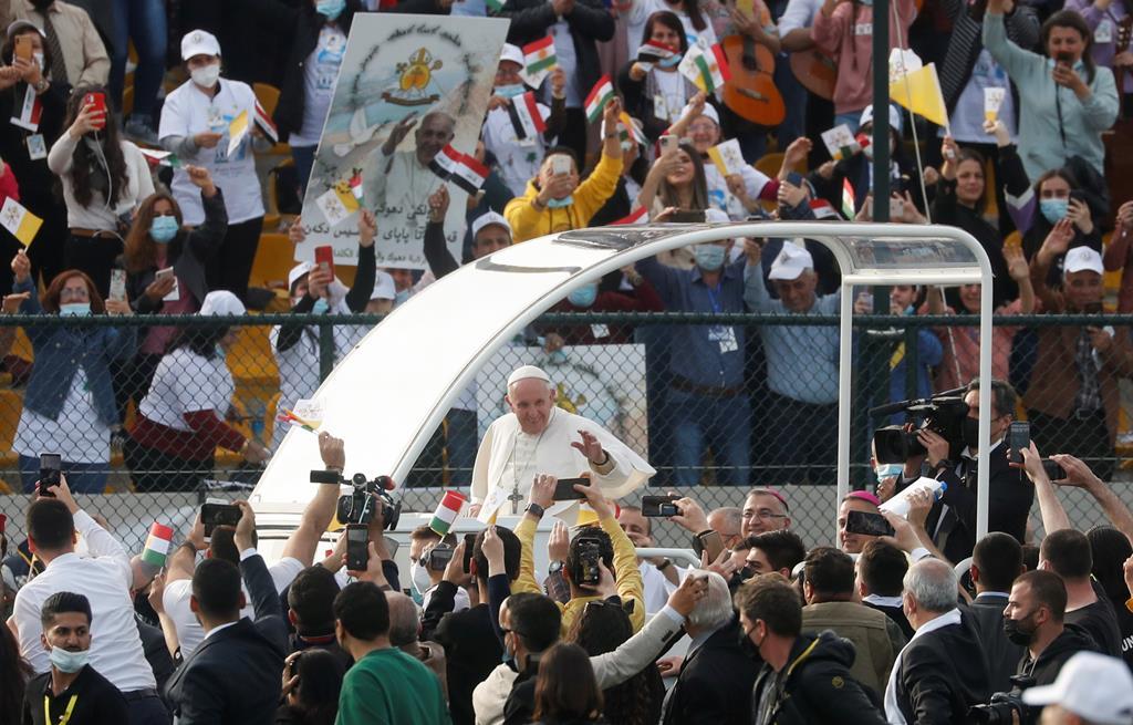 Passagem de Francisco levou a uma sequência de multidões por todo o país. Foto: Yara Nardi/Reuters