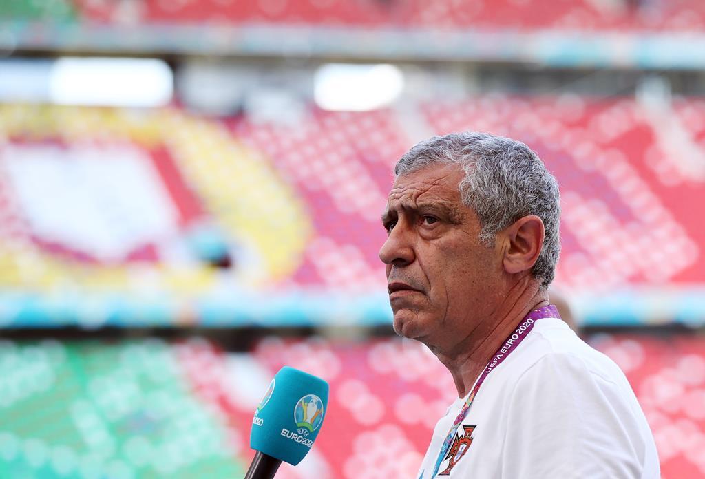 Fernando Santos realça importância de a equipa se concentrar no apuramento para a próxima fase Foto: Kai Pfaffenbach/Reuters