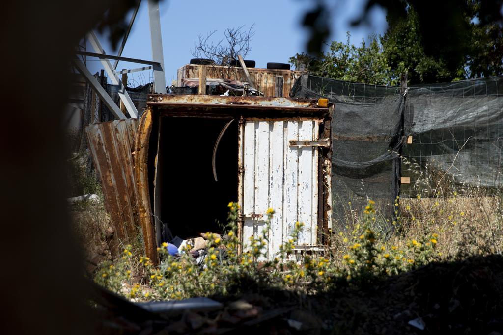 A autarquia diz que a solução não pode passar pela construção de barracas.