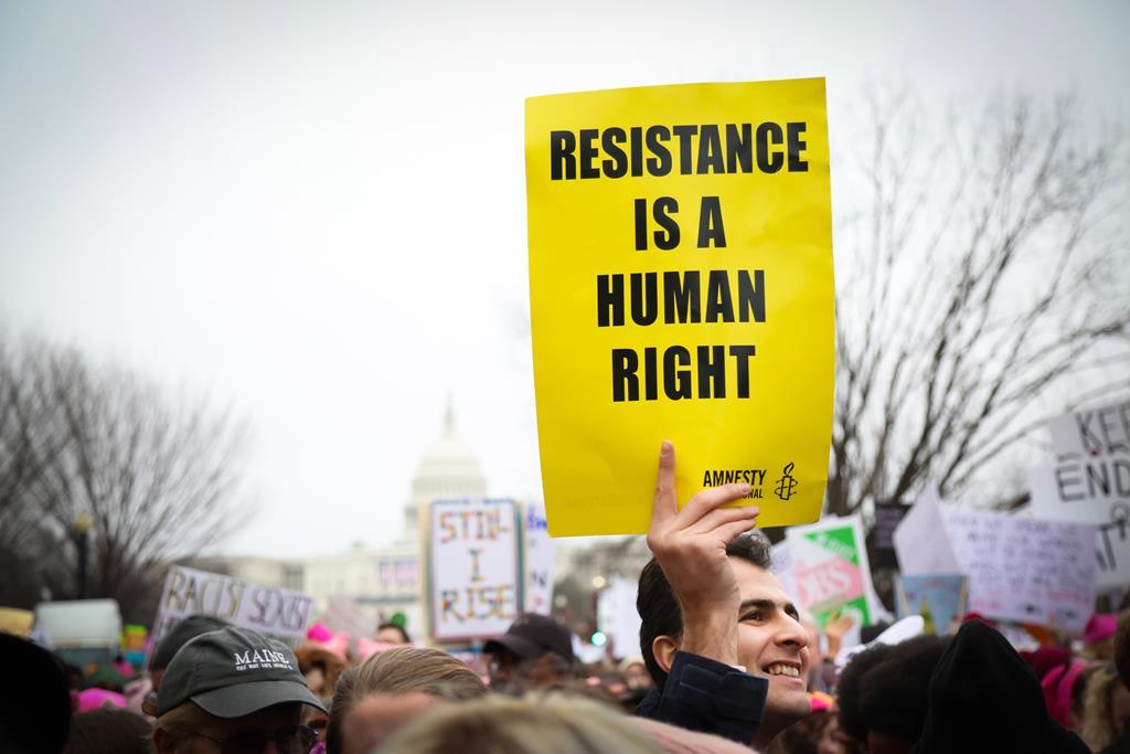"""""""Trabalhamos para deixarmos de ser precisos"""". Foto: Amnistia Internacional"""