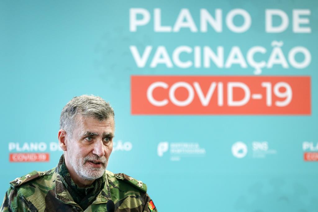 Gouveia e Melo anuncia vacinação dos adolescentes para agosto. Foto: Manuel De Almeida/Lusa