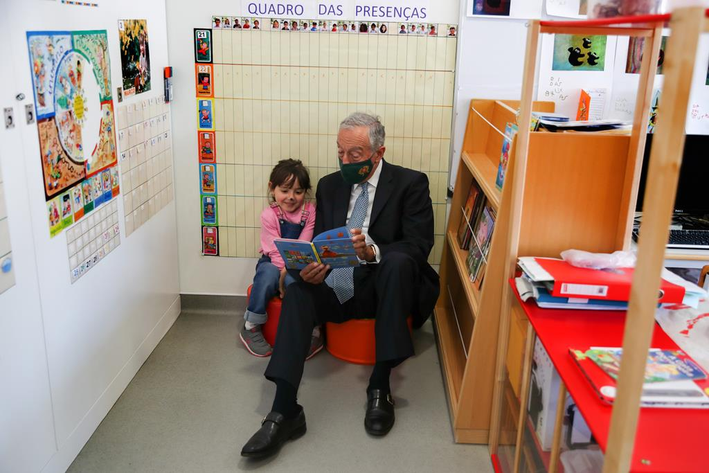 Marcelo Rebelo de Sousa visitou a Escola Básica Parque Silva Porto, em Lisboa. Foto: Manuel De Almeida/Lusa