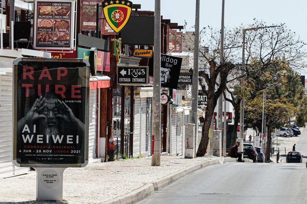 Bares e restaurantes de Albufeira vão continuar fechados. Foto: Luís Forra/Lusa