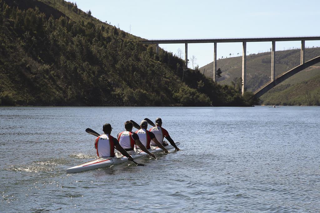 Equipa portuguesa de canoagem K4 500 metros, formada por Emanuel Silva, João Ribeiro, Messias Baptista e David Varela. Foto: Paulo Novais/Lusa