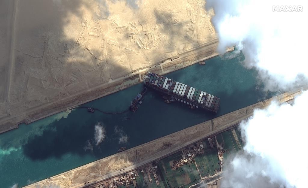 Navio Ever Given está encalhado há quase uma semana. Foto: Maxar Technologies/EPA