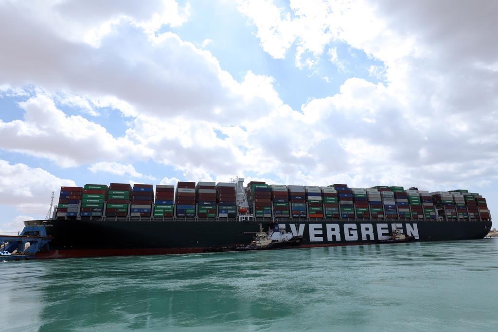 Cargueiro encalhado no Canal do Suez. Foto: Administração do Canal do Suez/EPA