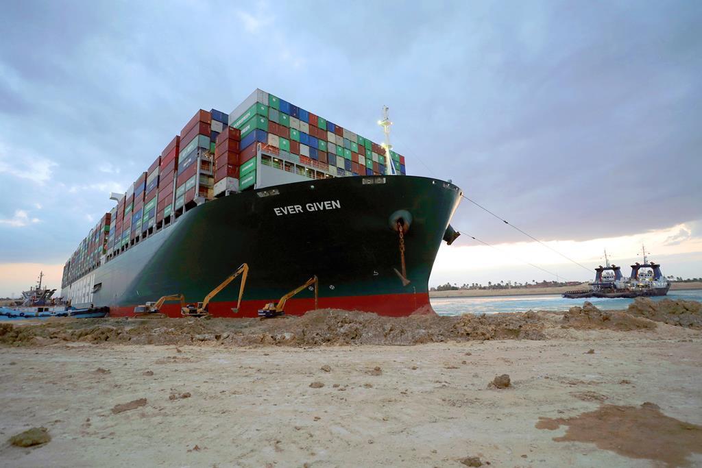 Cargueiro Ever Given encalhou no canal do Suez. Foto: Adminitração do Canal do Suez/EPA