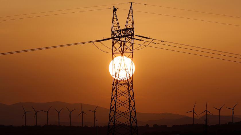 "Líderes europeus desafiam Bruxelas a adotar ""medidas regulamentares adicionais"" na área da energia"