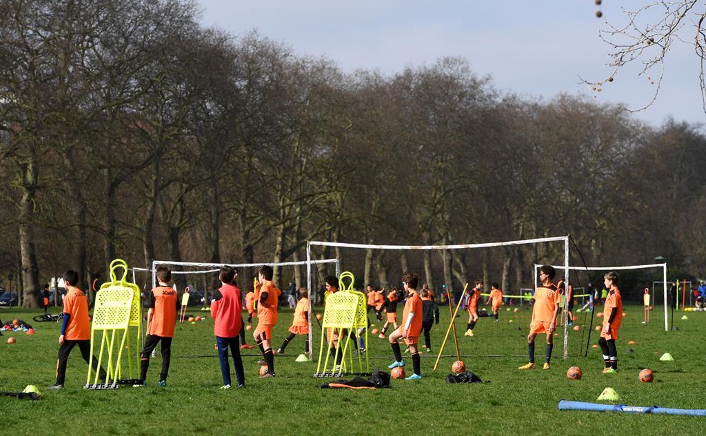 Futebol de formação está parado. Foto: Facundo Arrizabalaga/EPA