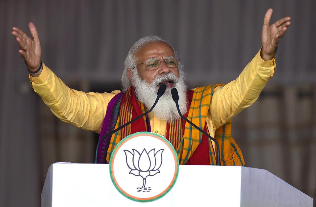 Narendra Modi, primeiro-ministro da Índia, discursa num comício do Bharatiya Janata Party (BJP). Foto: Pranabjyoti Deka/EPA