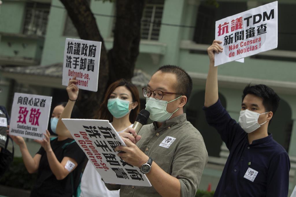 Em abril, poucas dezenas de manifestantes saíram à rua pela liberdade de imprensa em Macau Foto: Carmo Correia/Lusa