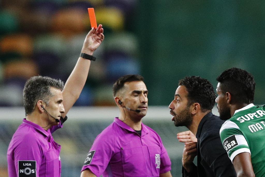 Rúben Amorim expulso pelo árbitro Rui Costa no final do Sporting - Famalicão. Foto: António Cotrim/EPA