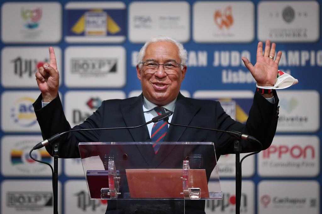 António Costa condecorou Telma Monteiro nos Europeus de Judo de 2021, em Lisboa. Foto: Nuno Veiga/Lusa
