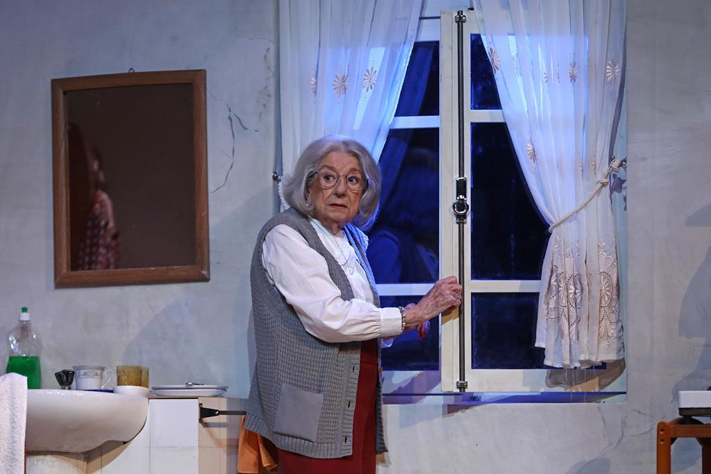 """Eunice Muñoz na peça de teatro """"A Margem do Tempo"""". Foto: António Pedro Santos/Lusa"""