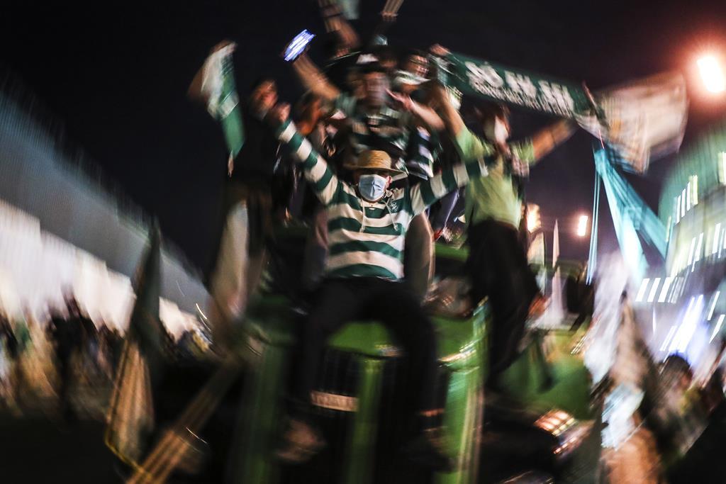 Celebrações junto ao estádio de Alvalade. Foto: Miguel A. Lopes/EPA