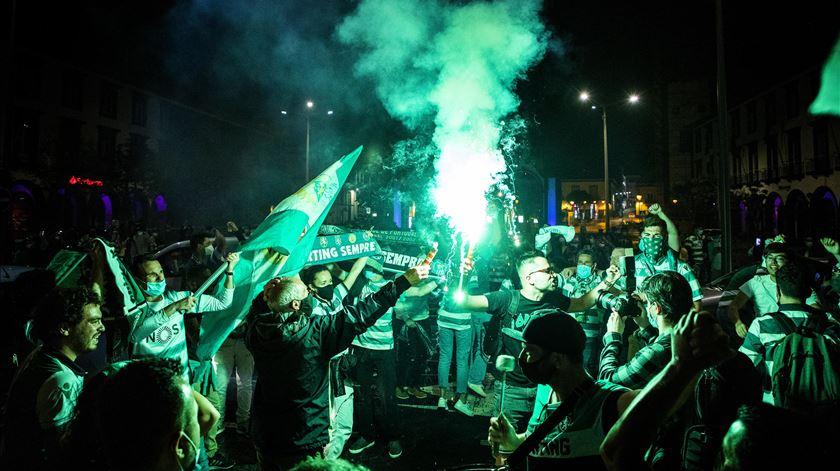 Celebrações juntaram milhares de pessoas. Foto: Eduardo Costa/Lusa