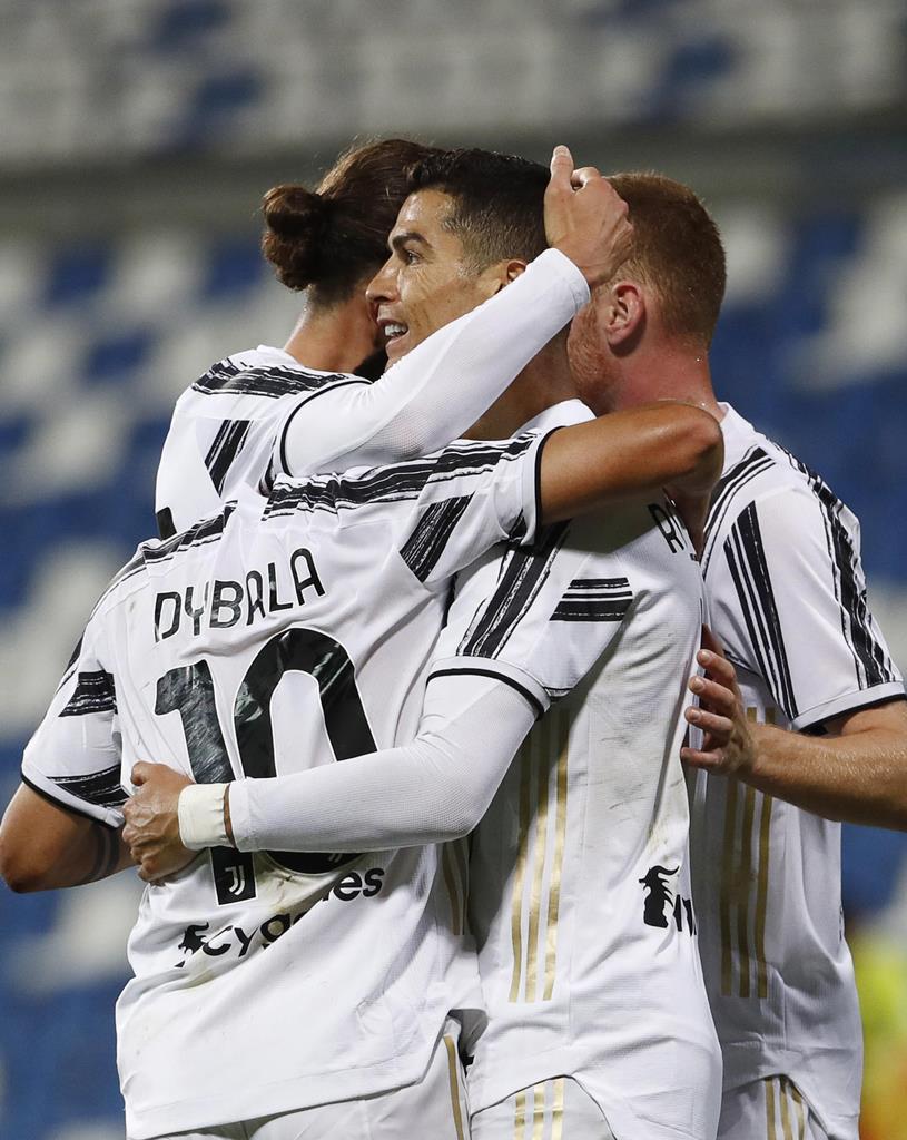 Cristiano Ronaldo e Dybala marcaram golo 100 pela Juventus no mesmo jogo. Foto: Elisabetta Baracchi/EPA