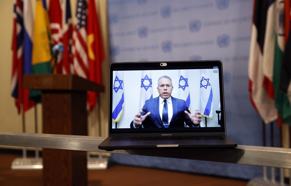 Gilad Erdan, embaixador de Israel junto das Nações Unidas, numa sessão sobre a mais recente crise no Médio Oriente. Foto: Jason Szenes/EPA