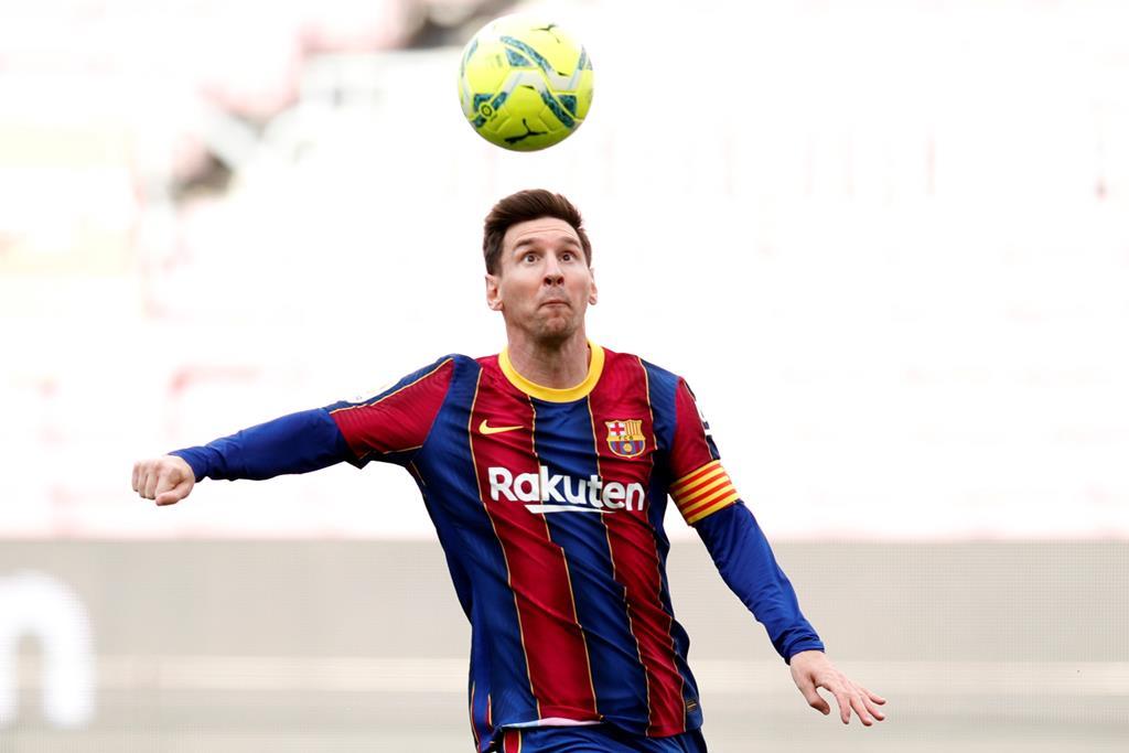 Lionel Messi com a camisola que mais parece uma segunda pela. Foto: Alejandro Garcia/EPA