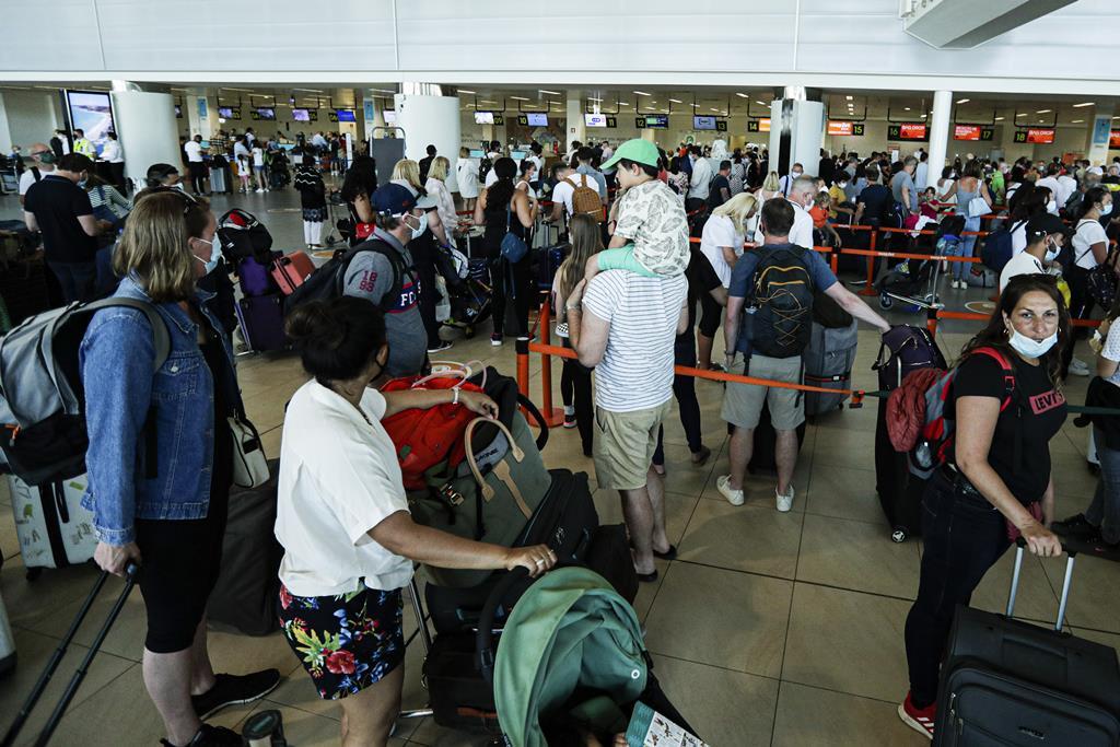 Turistas britânicos a deixarem o Algarve no início de junho, após o Reino Unido colocar Portugal na lista amarela Foto: Luis Forra/EPA
