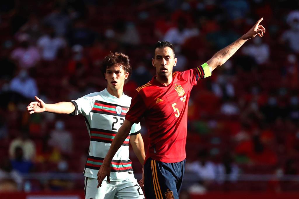 Busquets defrontou Portugal em jogo de preparação. Foto: Kiko Huesca/EPA