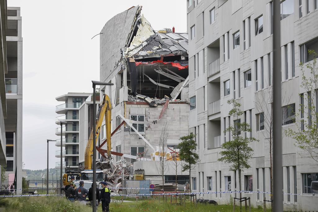 Andaime de uma escola em construção desabou no bairro de Nieuw Zuid. Foto: Julien Warnand/ EPA