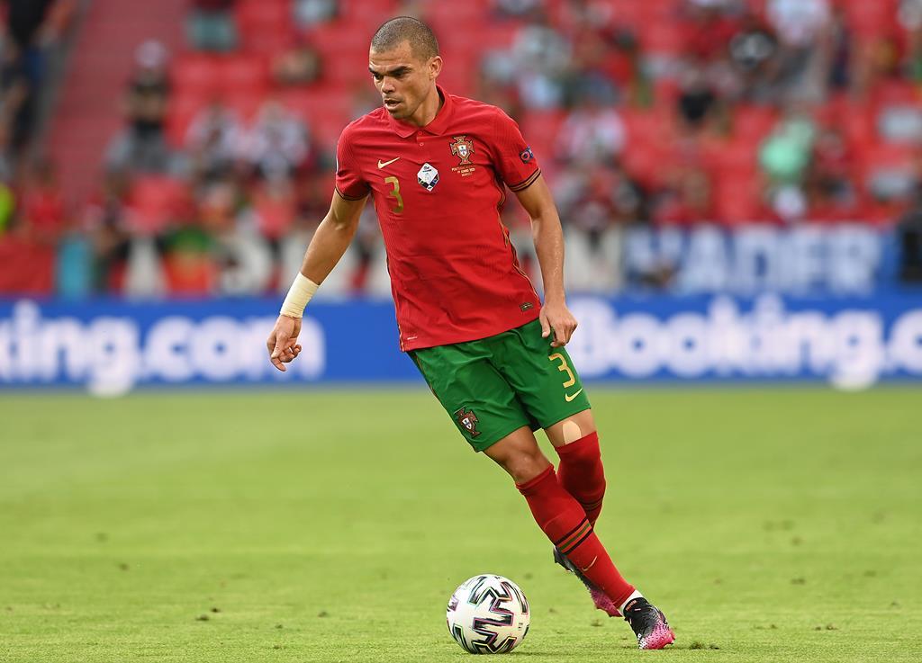 Pepe foi o porta-voz da seleção nacional antes do jogo com a França. Foto: Christof Stache/EPA