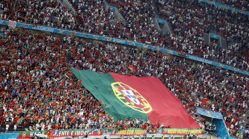 Apoio dos adeptos portugueses em Budapeste. Foto: Laszlo Balogh/Pool/EPA