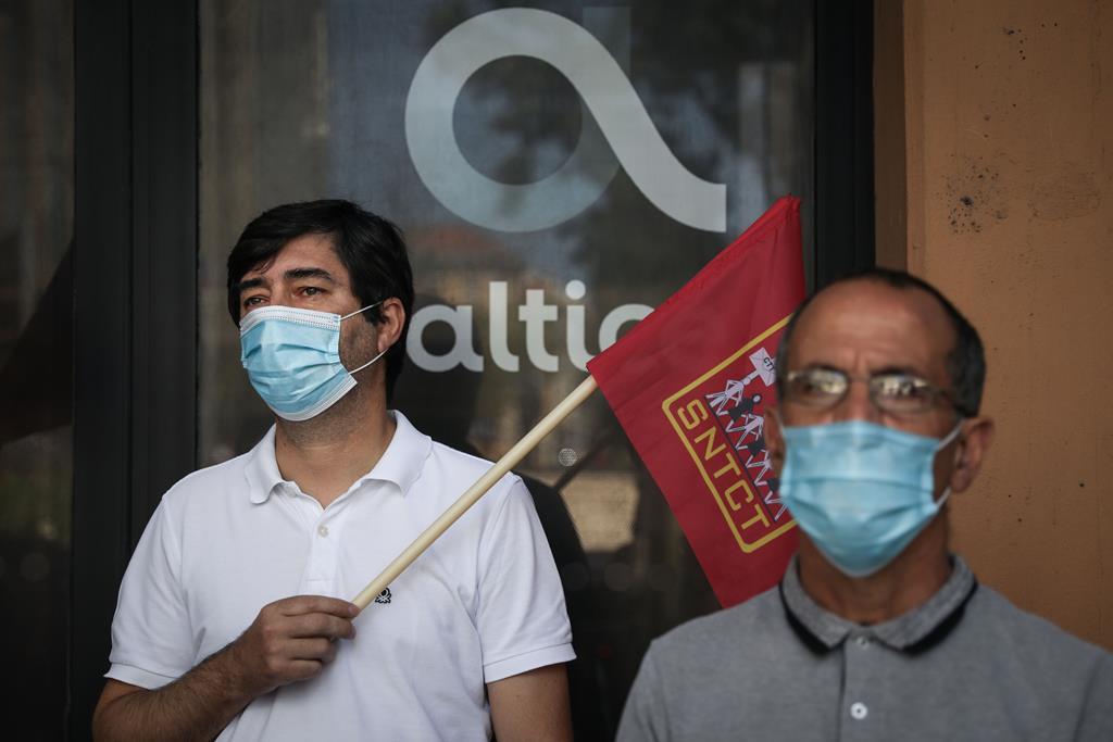 Protesto contra despedimentos coletivos na Altice. Foto: Rodrigo Antunes/Lusa
