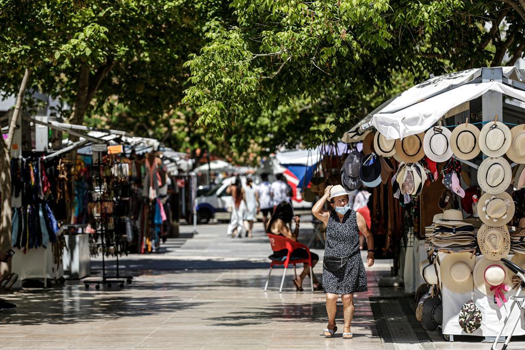 Mercado de rua vazio em Albufeira devido à falta de turistas. Foto: Luís Forra/Lusa