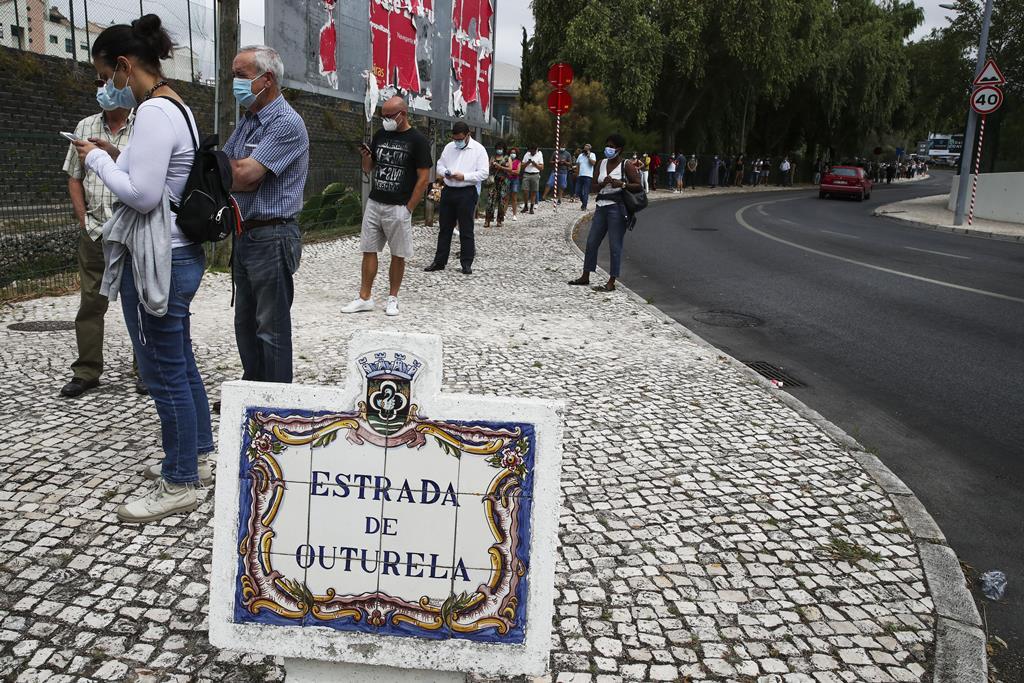 Centros têm tido longas filas. Foto: Manuel De Almeida/Lusa