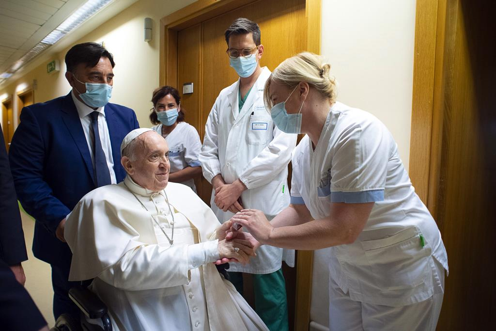 Francisco responde aos rumores sobre a sua saúde em entrevista. Foto: Vatican Media/EPA