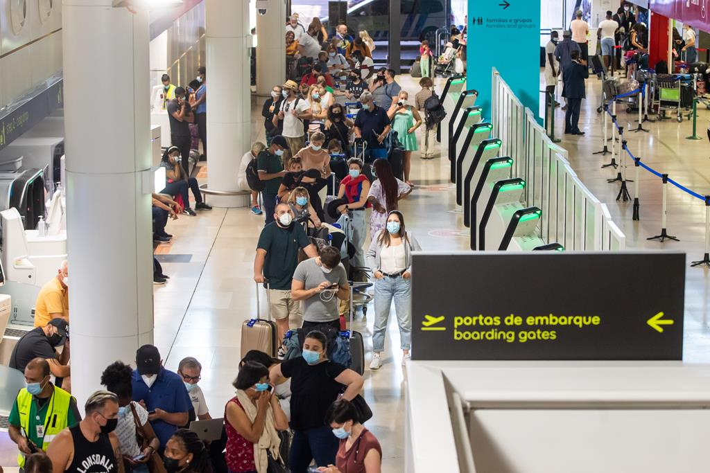 Filas no aeroporto de Lisboa, durante a mais recente greve da Groundforce. Foto: José Sena Goulão/Lusa