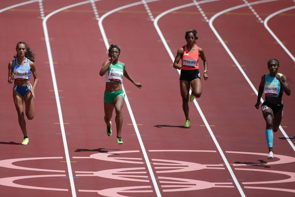 Excelente prestação de Lorène Bazolo nos 200 metros. Foto: Tiago Petinga/Lusa