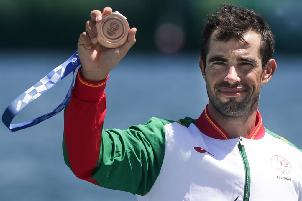 Fernando Pimenta recebeu medalha de bronze. Foto: Tiago Petinga/Lusa