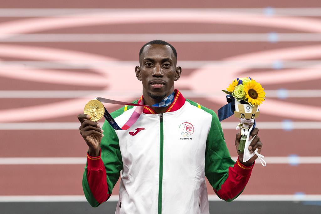 Pichardo recebeu a medalha de ouro. Foto: José Coelho/Lusa