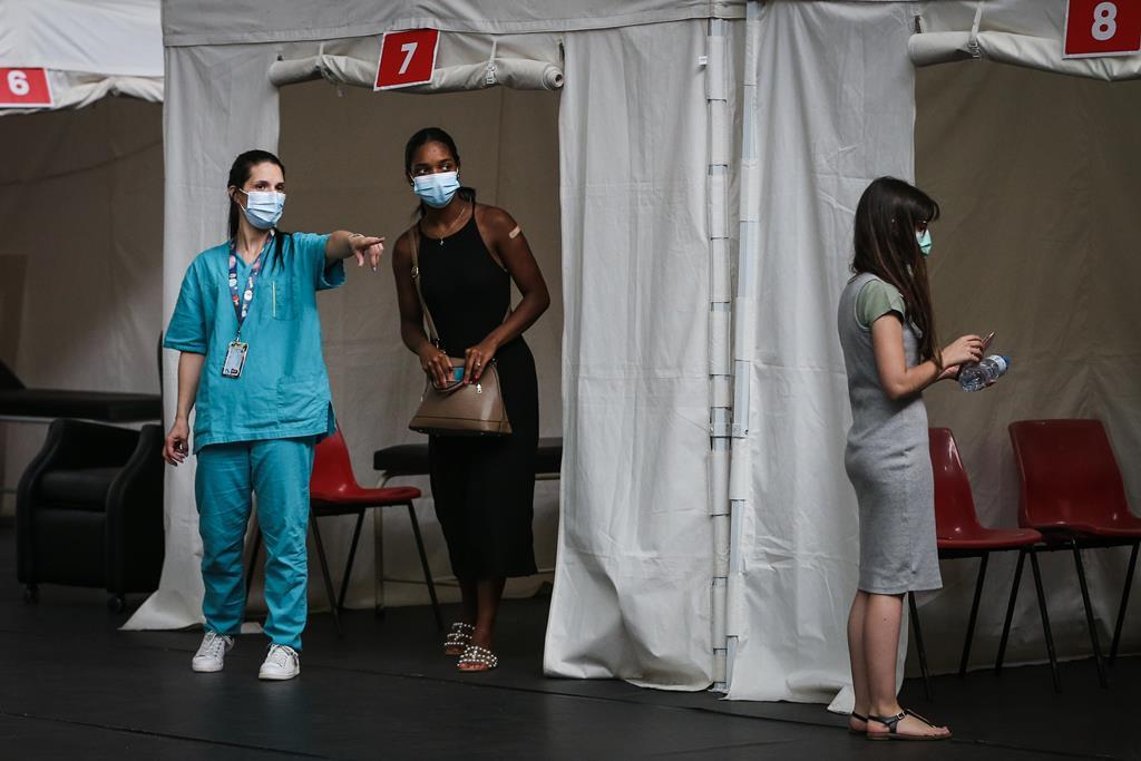 Fim de semana de vacinação de jovens de 16 e 17 anos. Foto: Rodrigo Antunes/Lusa